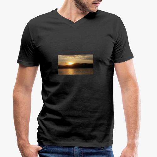 Der Wörthersee - Männer Bio-T-Shirt mit V-Ausschnitt von Stanley & Stella