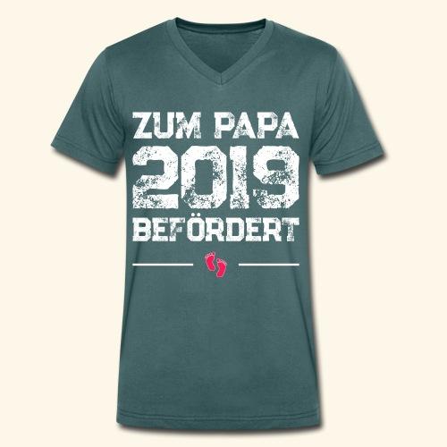 Zum Papa 2019 befördert - Schwangerschaft Geschenk - Männer Bio-T-Shirt mit V-Ausschnitt von Stanley & Stella