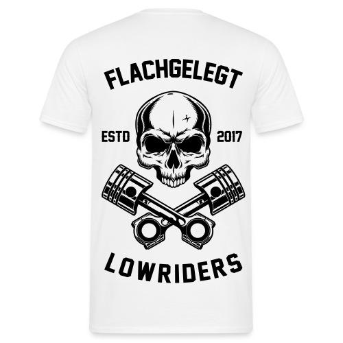 flachgelegt lowrider skull 2 back - Männer T-Shirt