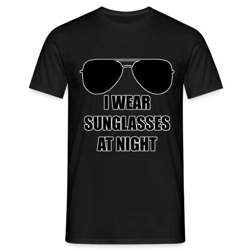 I Wear Sunglasses At Night - Männer T-Shirt