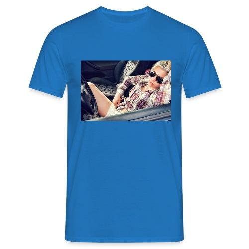 Cool woman in car - Men's T-Shirt