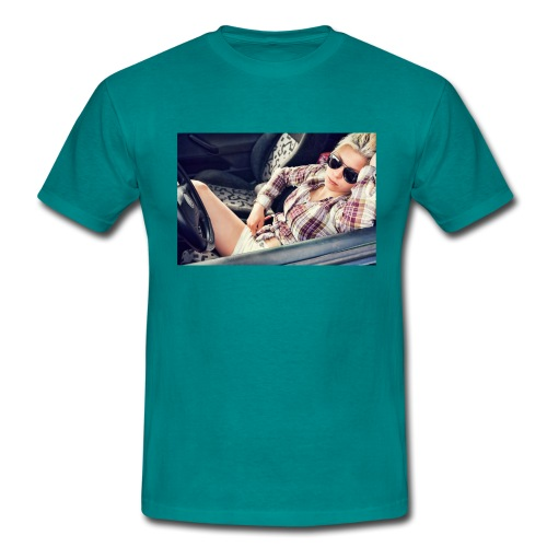 Cool woman in car - Men's T-Shirt