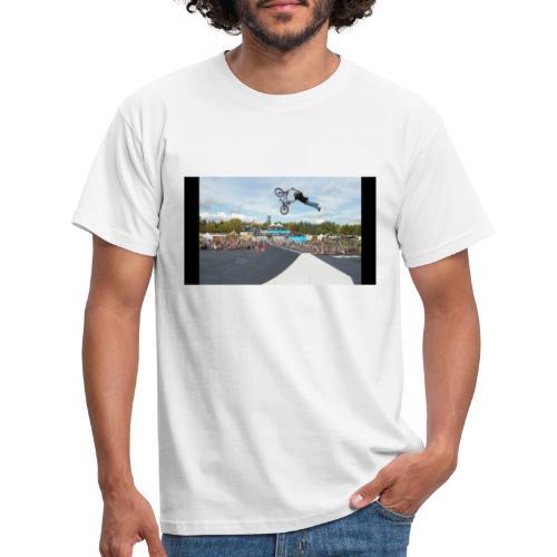 Karlis Sprung - Männer T-Shirt