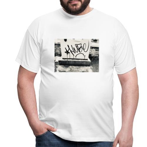 HUBE SB X iorestoacasaArtistiUniti - Maglietta da uomo