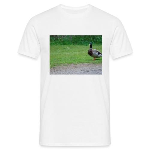 A wild duck - Men's T-Shirt