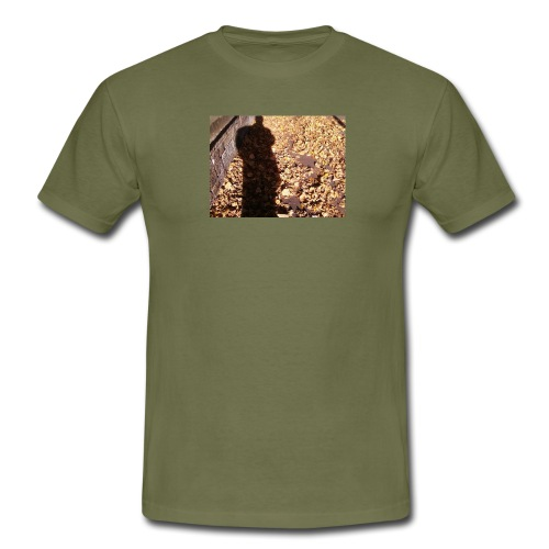 THE GREEN MAN IS MADE OF AUTUMN LEAVES - Men's T-Shirt
