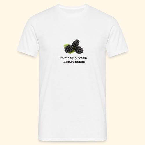 Picking blackberries - Men's T-Shirt