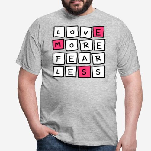 love more fear less - Männer T-Shirt