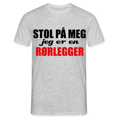STOL PÅ EN RØRLEGGER - T-skjorte for menn