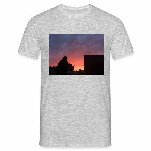 Sunset views - Men's T-Shirt