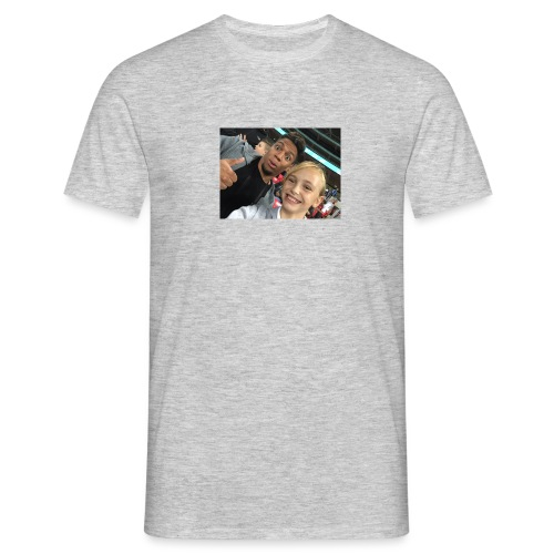 a pic with youtuber - Men's T-Shirt