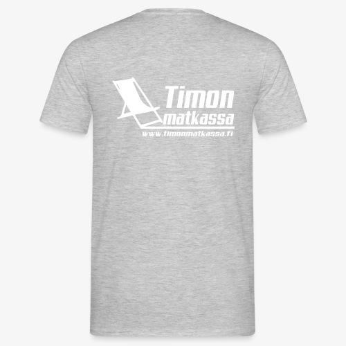 Timon matkassa logo v www - Miesten t-paita