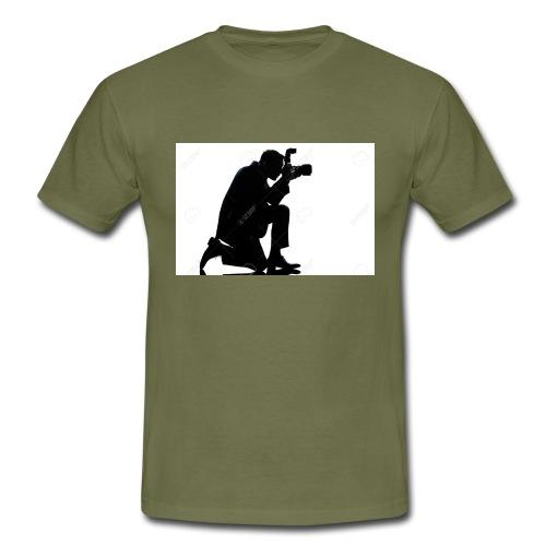 silueta de un hombre caucasico de rodillas - Camiseta hombre