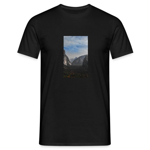 Mountain with trees - Männer T-Shirt