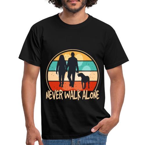 Hundehalter mit Hund Never Walk Alone - Männer T-Shirt