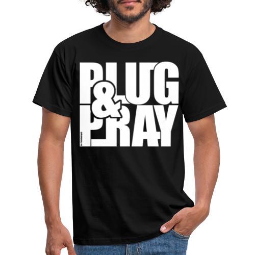 PLUG AND PRAY - Männer T-Shirt