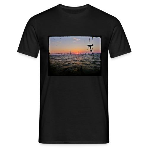 SV Argo - Öresund Bridge sunrise - Men's T-Shirt