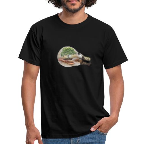 Baum und fliege in einer Glühbirne Geschenkidee - Männer T-Shirt