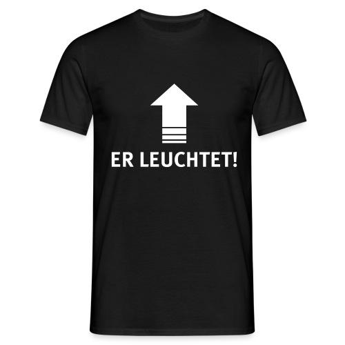 ER LEUCHTET! | Veranstaltungstechniker | Technik - Männer T-Shirt
