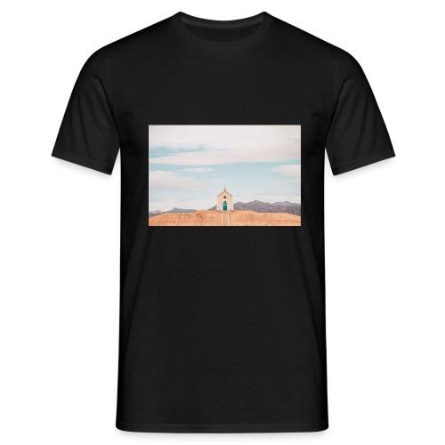 Church on a hill - Männer T-Shirt