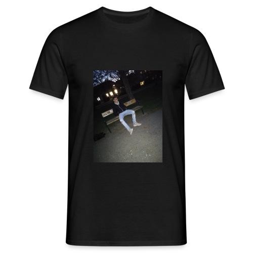 1 mearch - Männer T-Shirt
