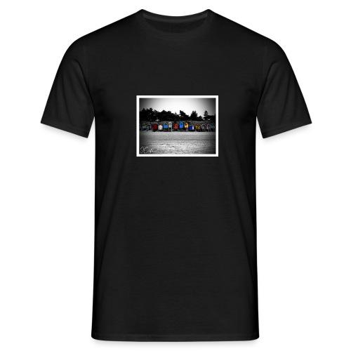 wells huts - Men's T-Shirt