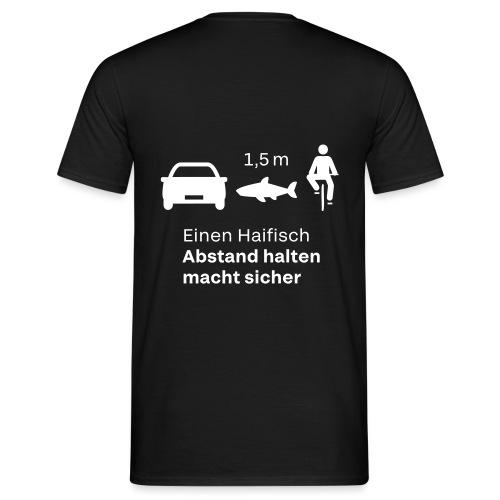 Einen Haifisch Abstand Halten - Männer T-Shirt