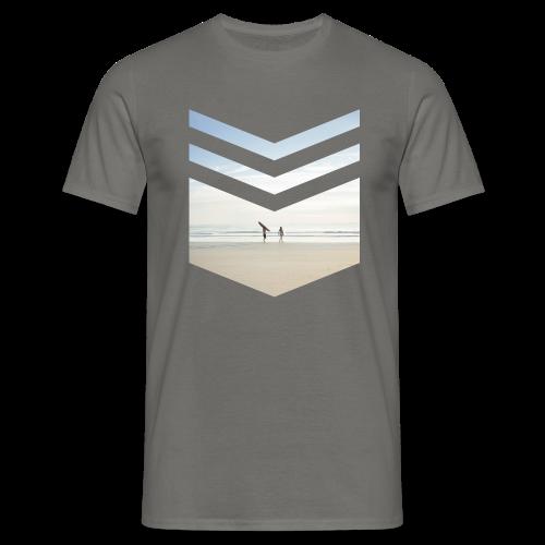 Surfing Beach - Männer T-Shirt