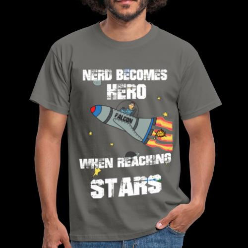 NERD BECOMES HERO - Männer T-Shirt