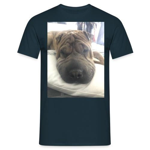 Closeup Shar-pei - Men's T-Shirt