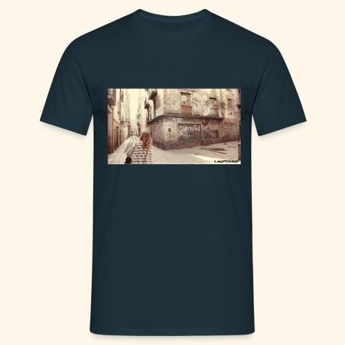 Walking the street - T-shirt herr