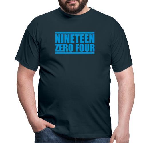 ninteenzerofour - Männer T-Shirt