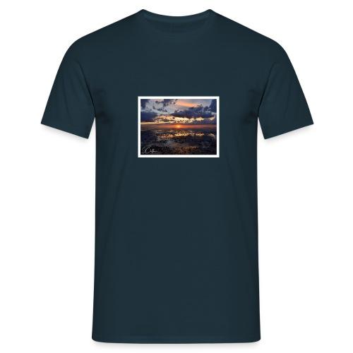 20:35 - Snettisham - Men's T-Shirt
