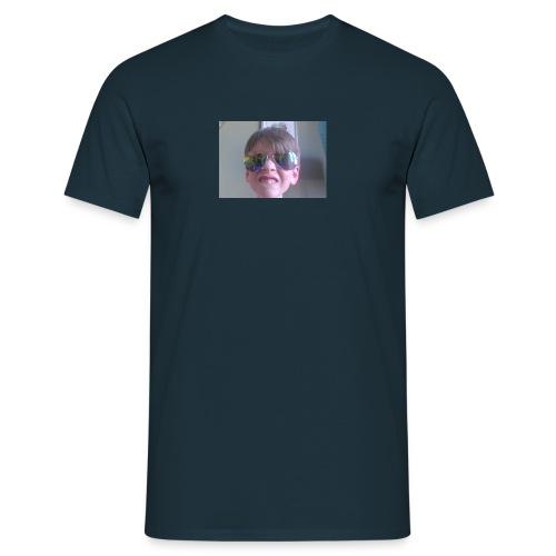 Capture - Men's T-Shirt
