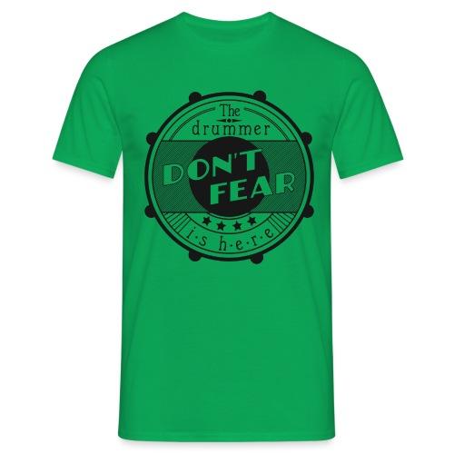 Dont fear, the drummer is here - Männer T-Shirt