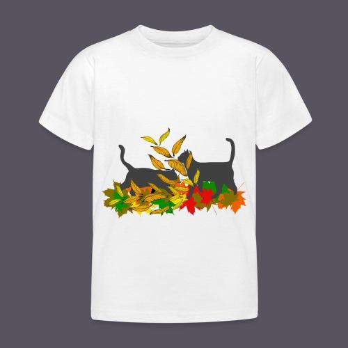 spielende Katzen in bunten Blättern - Kinder T-Shirt