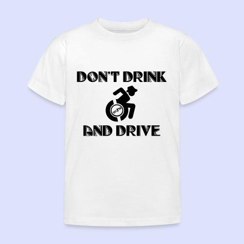 Niet tegelijk drinken en rijden in je rolstoel - Kinderen T-shirt