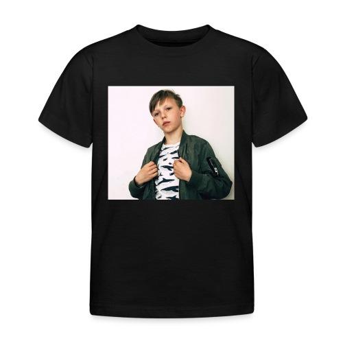 FE9C6D2A 8234 4306 9426 E7820F70FEA6 - T-shirt barn