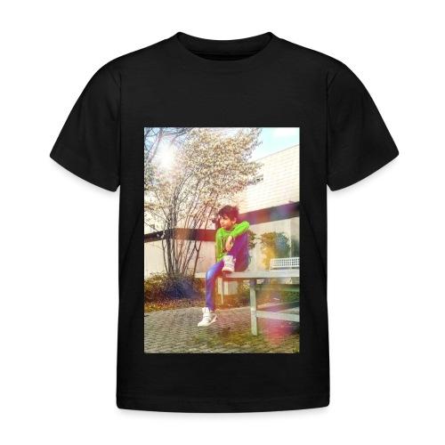Chill und genieß die Stille - Kinder T-Shirt