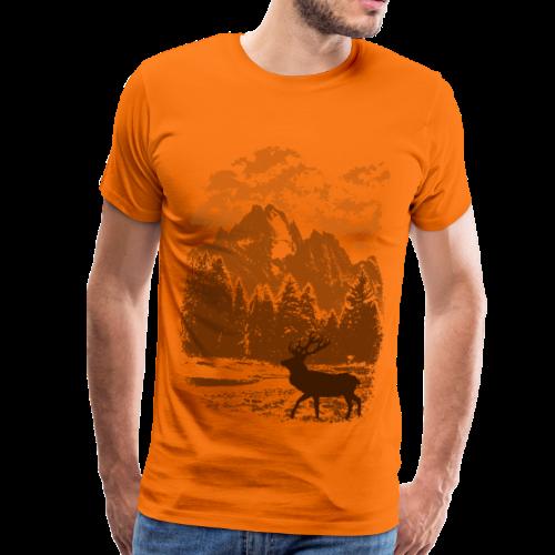 Bergwald und Rothirsch (Orange) - Männer Premium T-Shirt