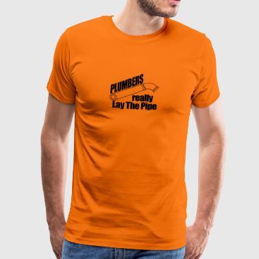 Plumbers really lay the pipe - Men's Premium T-Shirt