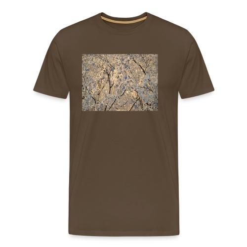 Aurinko pilkistää oksien ja lumen läpi - Miesten premium t-paita
