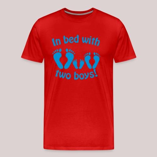 In bed with two boys - Im Bett mit zwei Jungs - Männer Premium T-Shirt
