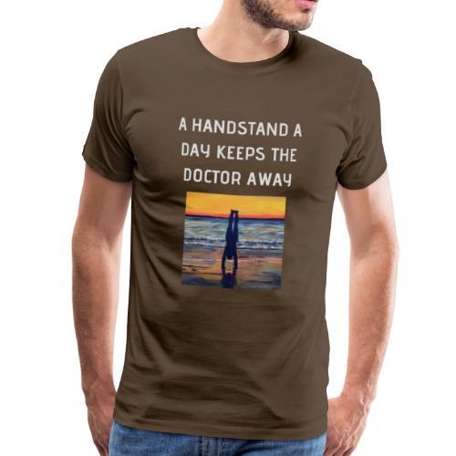 A HANDSTAND A DAY KEEPS THE DOCTOR AWAY weiss - Männer Premium T-Shirt