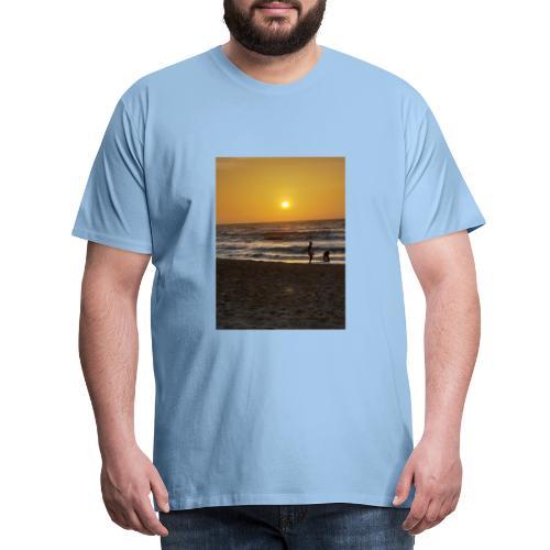 Strive for power - beach - Mannen Premium T-shirt