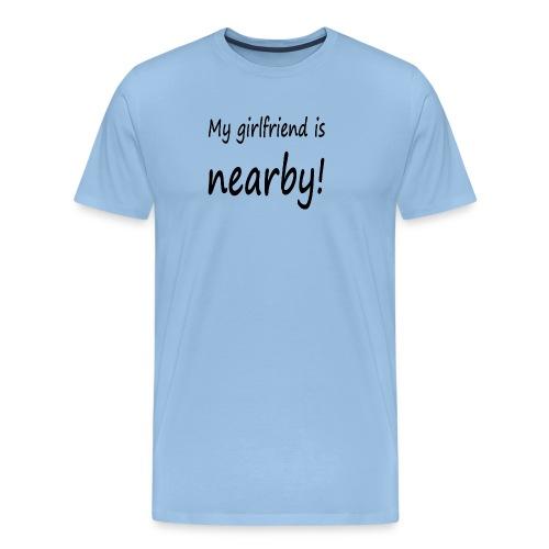 my girlfriend is nearby - Männer Premium T-Shirt