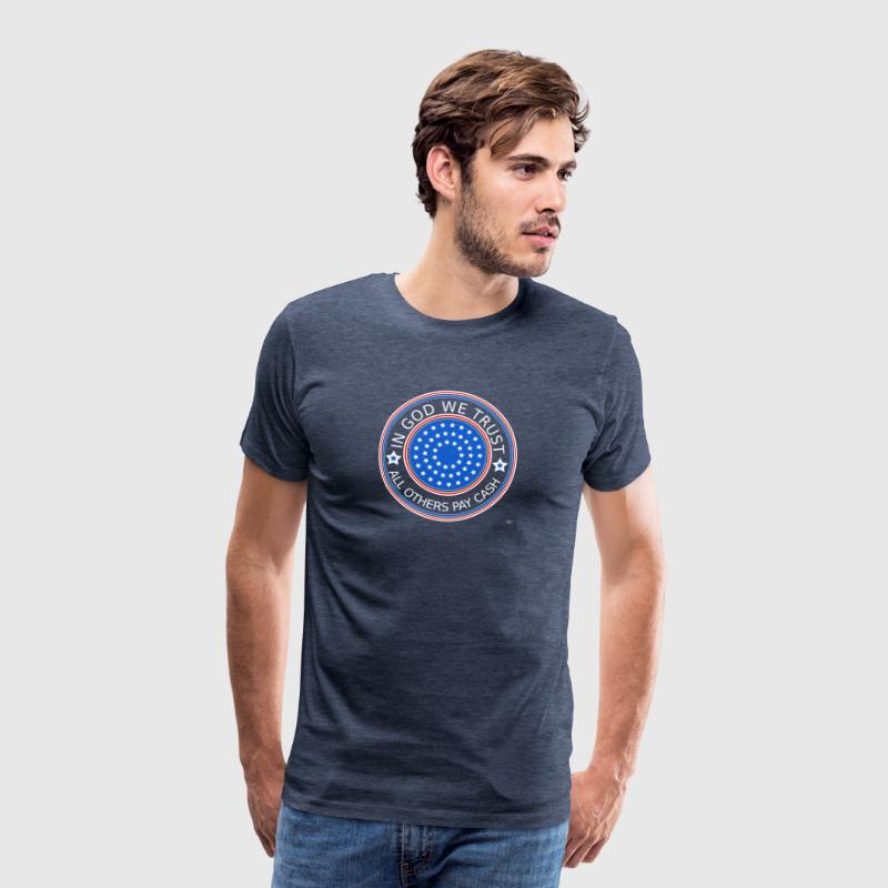 In God we trust - all others contant betalen - Mannen Premium T-shirt