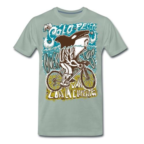Solo peces muertos van con la corriente - Camiseta premium hombre