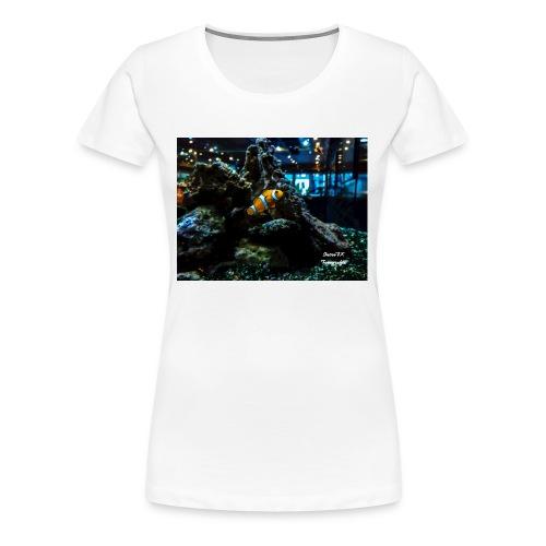 Clown Fisch in einem Aqarium mit Korallen - Frauen Premium T-Shirt