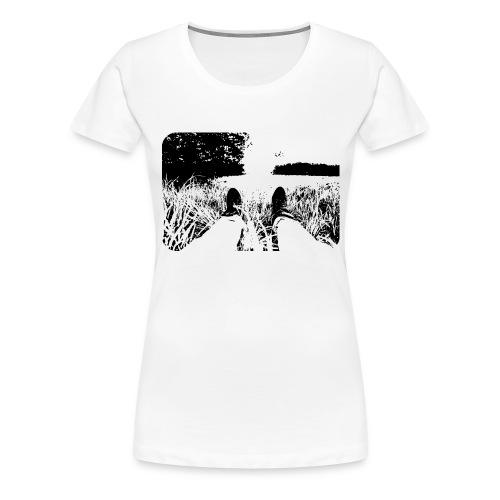 Green Grass in Black and White - Camiseta premium mujer